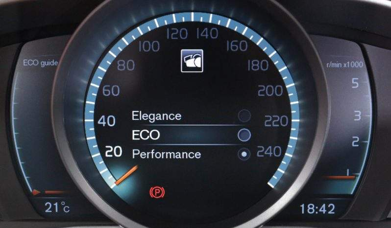 VOLVO XC60 2.0 D3 RDesign Momentum lleno
